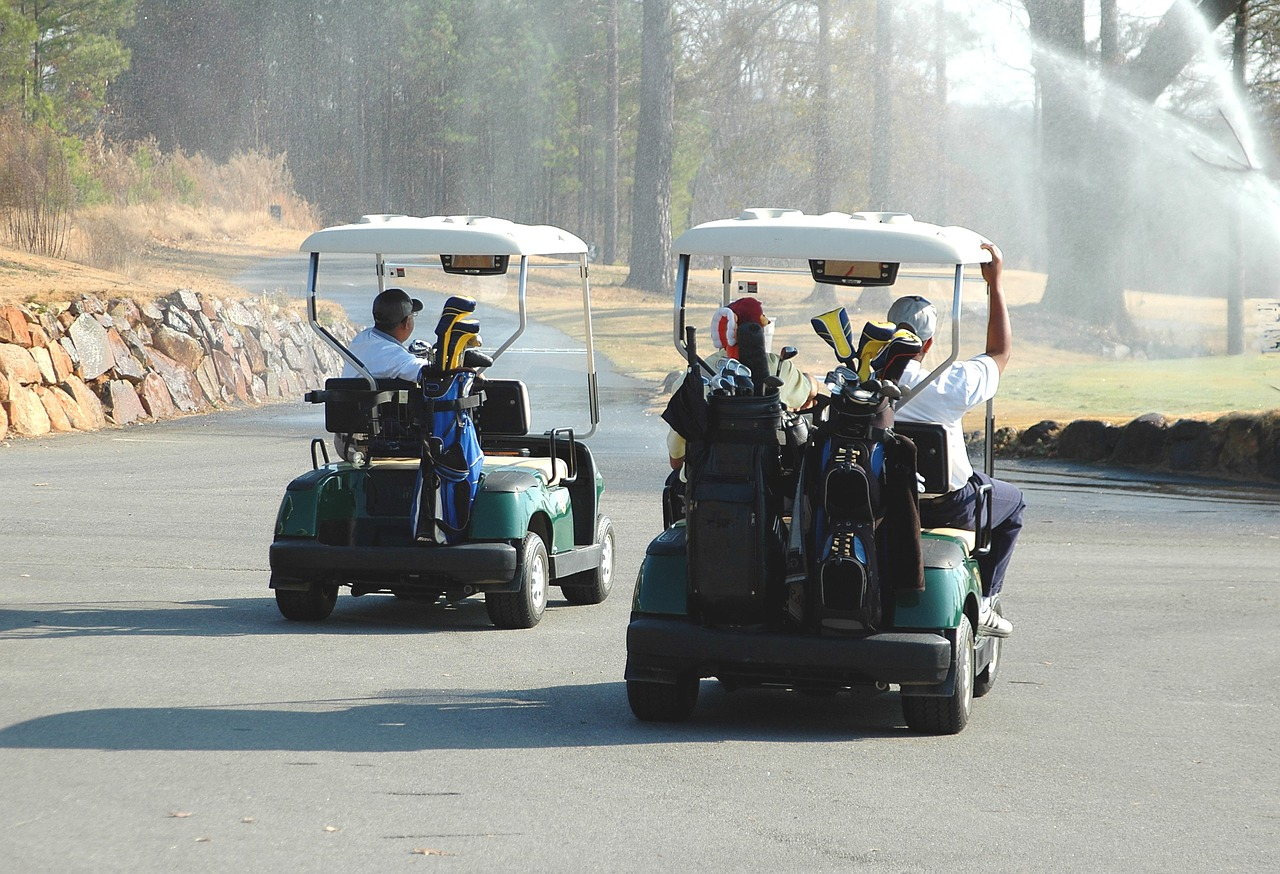 golf-carts-1673157_1280.jpg